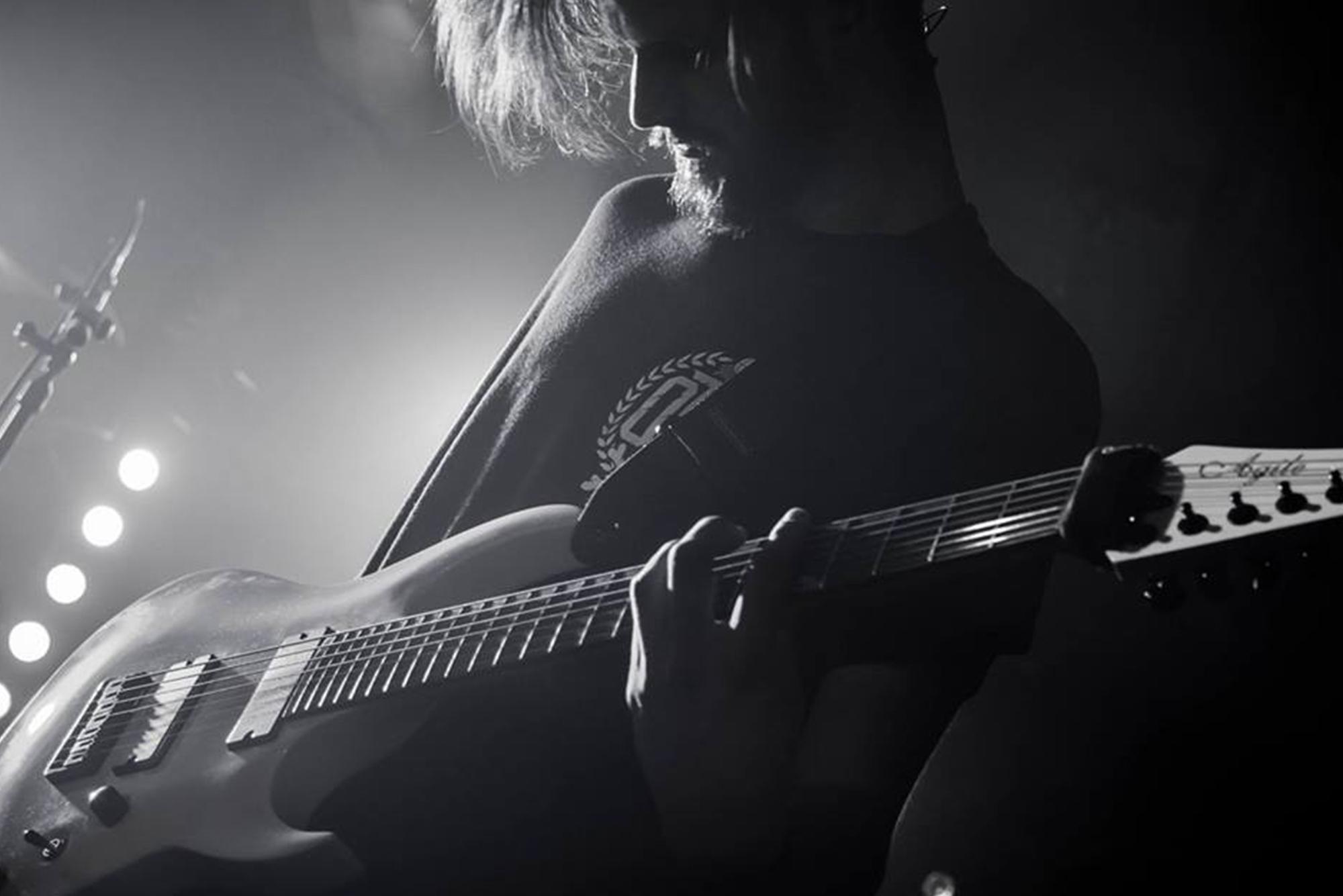 Guitarist_Live2