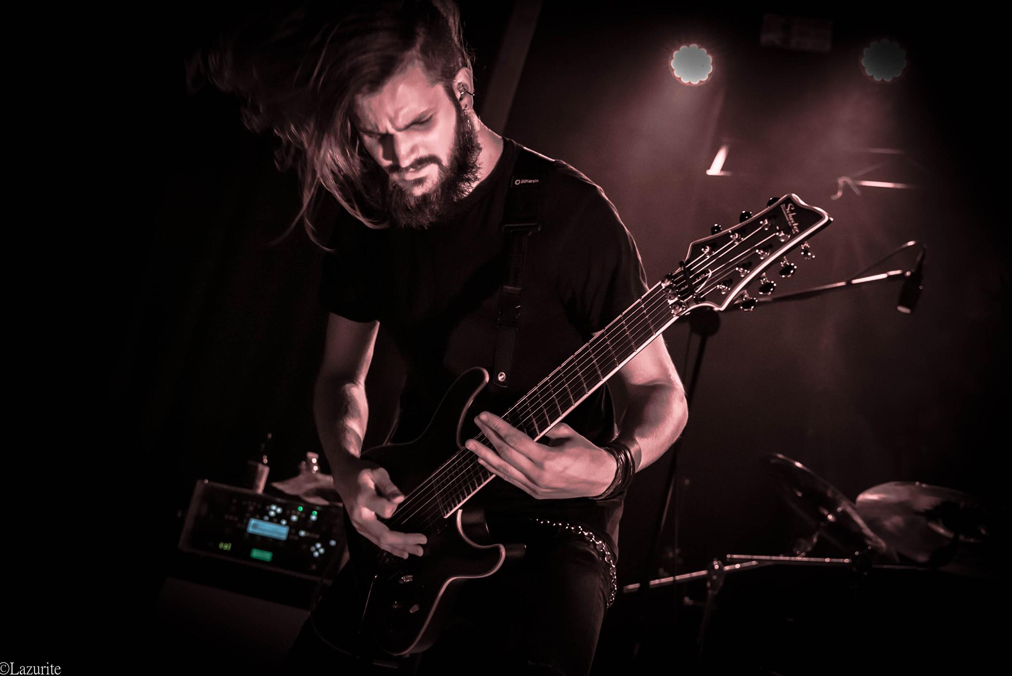 Guitarist_Live1